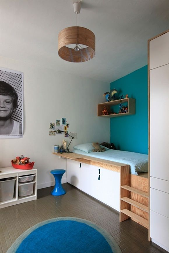 Chambre enfant, lit surélevé sur-mesure avec rangements | Cool Platform Bed in Kid's Room with Built-In Storage Underneath