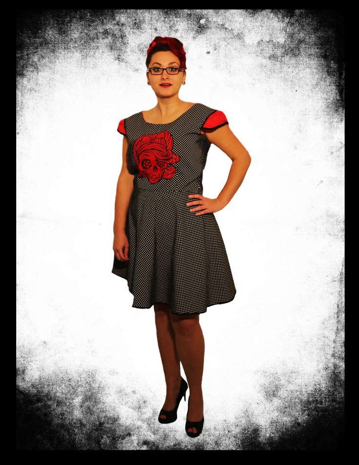 Originální šaty ve stylu rockabilly, záleží na Vás jak to pojmete, jestli chcete být za dámu nebo rebelku v těžkých botách.