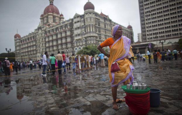 Mumbai, IndiaWoman Sell, Water Sellers, Sell Drinks, Sell Water, Taj Mahal, Drinking Water, Maine Image, Mahal Hotels, Drinks Water