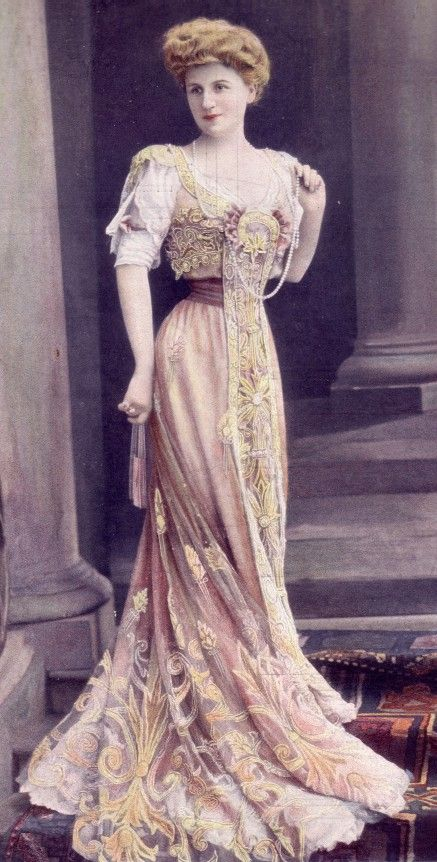 This is something so regal about the Victorian Era. I wish we could wear this type of clothing now.