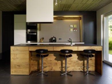 keukenblok toch 3 stoelen?