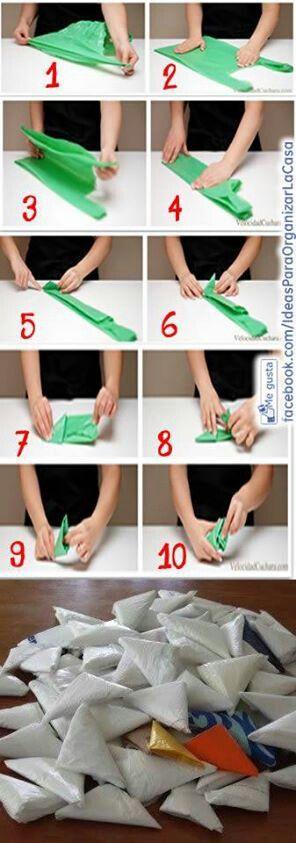 como doblar las bolsas de plástico