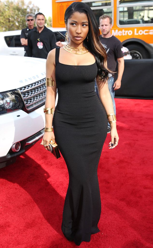 Nicki Minaj keeps things shockingly simple in this curve-hugging Alexander McQueen dress!