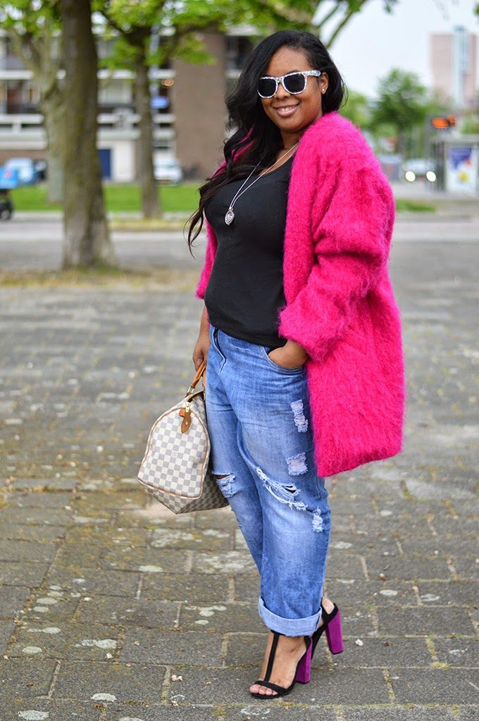 Today's plus size blogger spotlight on The Curvy Fashionista is Dionne of Supersize my fashion!