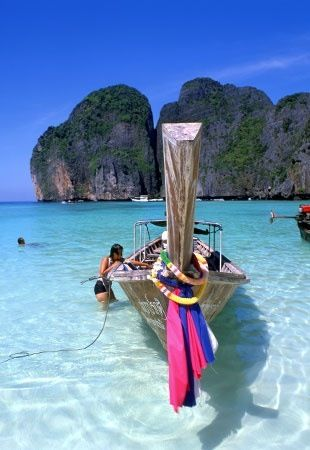 Ko Phi Phi, Tailandia Whether it's adventure or sunbathing, it's got to be Koh #PhiPhi, Thailand. P.S. Seize the moment! http://phi-phi.com