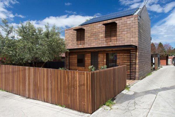 sebelumnya pagar dibuat dengan potongan bambu dan papan