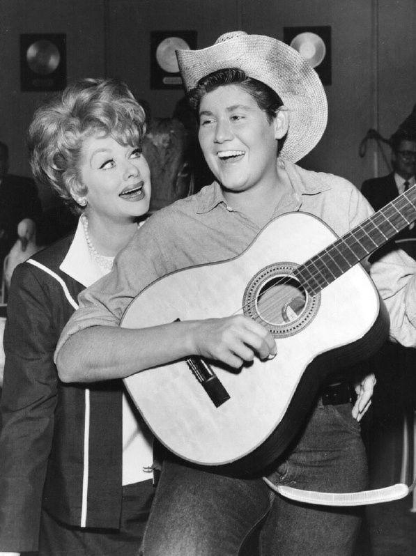 LUCILLE BALL WAYNE NEWTON PHOTO from an episode of THE LUCY SHOW