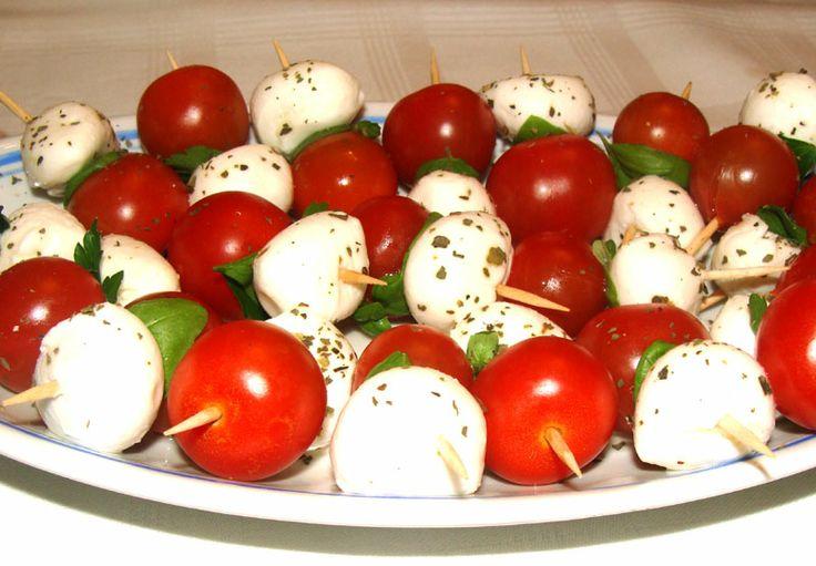 Mini szaszłyki z pomidorków i mozzarelli