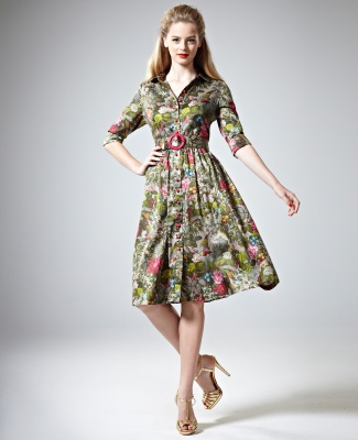 Lovely shirtmaker silhouette with full skirt. Not so sure about the colours.