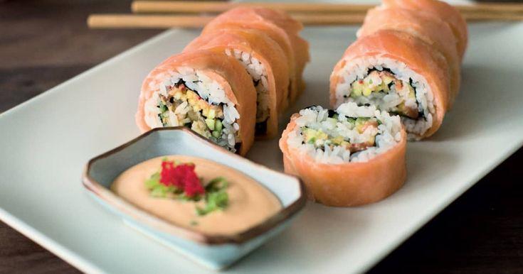 Découvrez cette recette de Maki californien tartare de truite à la mangue et truite fumée pour 12 personnes, vous adorerez!