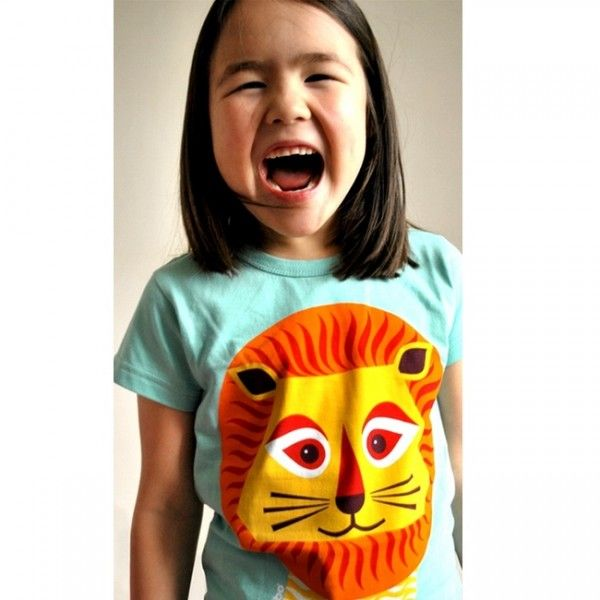 Madeleine Robinson, the British designer of the MIBO paper toys in recycled paper and vegetable ink, puts her designs on our #Tshirt in 100 % organic cotton.https://goo.gl/E5hE4t #TShirtLion #Australia #clothes