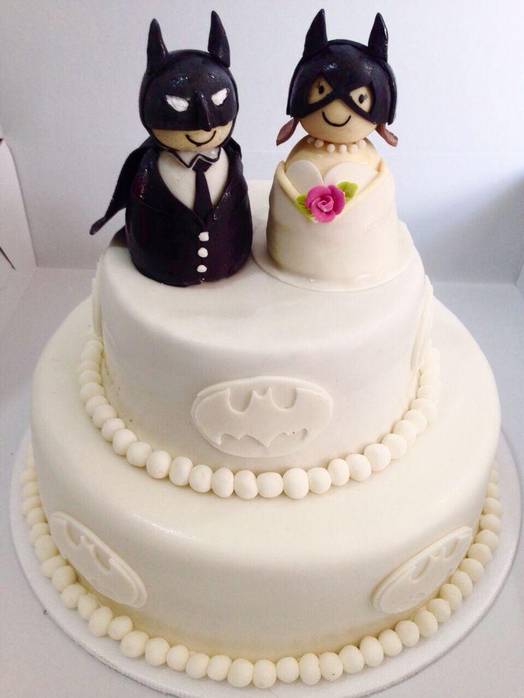 Artcake para matrimonio con diseño especial de Batman. Llámanos al (1) 625 1684 o envíanos tus diseños. - #Artcake #Tortas #Ponques #Matrimonio #PasteleríaArtesanal #ReposteríaArtesanal #PastryShop #TortasEnBogota #Bogotá www.SoSweet.com.co