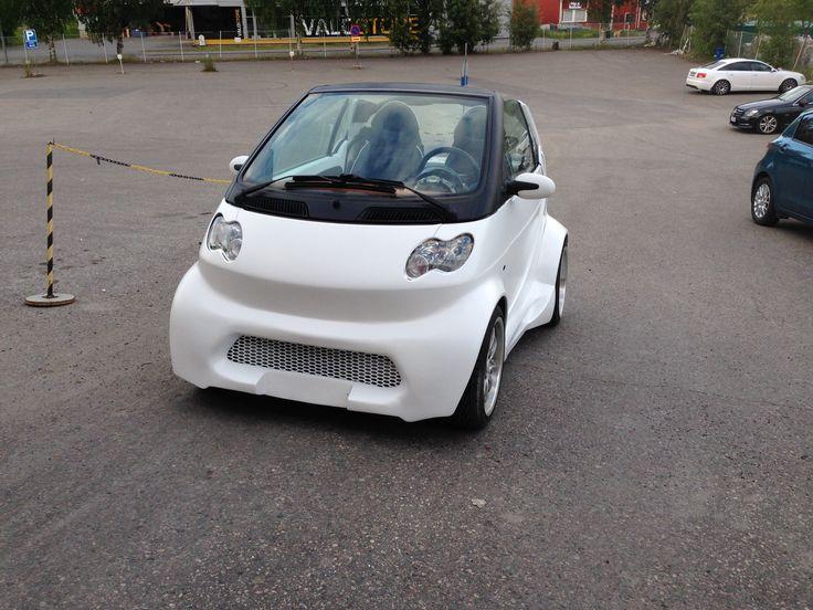 Nyt löytyi varsinainen kesäauto! Samin Smart on saanut pintaansa Profixin valkoisen värin ja päälle Trotonin Diabolic-mattalakan.