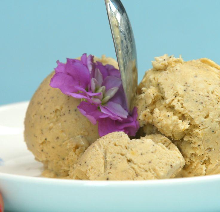 Ať už ovocná nebo krémová, hladká nebo se sypáním, vpoháru nebo jen tak samotná do kornoutku… správně připravené zmrzlině zkrátka nejde odolat! Pokud je připravena zkvalitních surovin, nemůžete udělat chybu. Uvidíte, že sláskou připravenou domácí zmrzlinou překvapíte nejen své okolí, ale i sami s