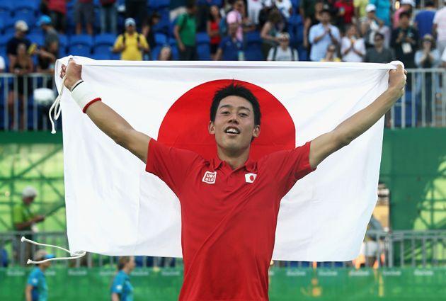 銅メダルを獲得した錦織は、2時間49分の激闘を制し、ようやく笑顔を浮かべた【Getty Images】