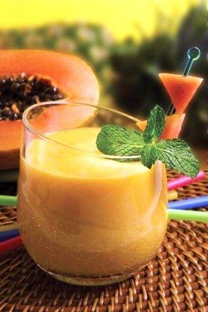 2. Licuado de papaya, piña, sandía y plátano Es un de los poderosos licuados para bajar de peso por ser desintoxicante, diurético, remineralizante e hidratante. Sirve además para aliviar el estreñimiento por la gran cantidad de fibra que contiene.
