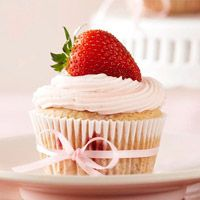 Love These Perfect Strawberry Cupcakes!  Would be cute for T's 1st Birthday party :-)Desserts, Ideas, Fun Recipe, Sweets, Amazing Food, Cupcakes Recipe, Strawberries Cupcakes, Strawberry Cupcakes, Cupcakes Rosa-Choqu
