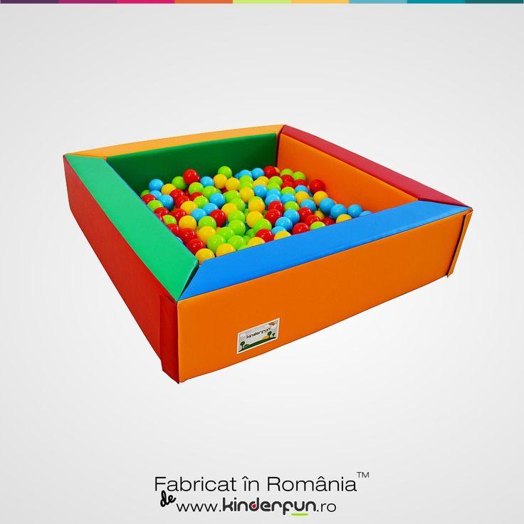 Piscina cu bile pentru copii poate aduce un plus de magie si foarte multa distractie. Peretii piscinei au prinderi cu scai pentru o fixare mai buna. Material moale si rezistent, viu colorat. Piscina cu bile se mai poate folosi si ca tarc, spatiu de protejare a copiilor. Ball Pool Pit Soft Play