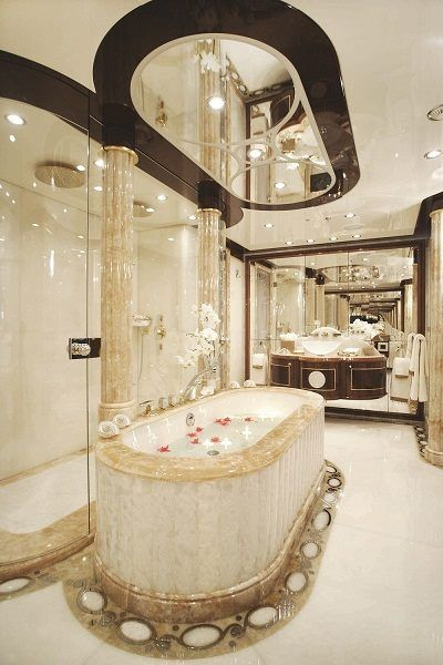 Luxurious bath.  By Priory Home Atelier