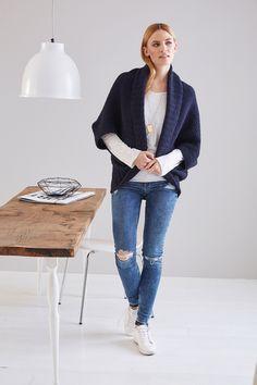 Gratisanleitung - Der tolle Seelenwärmer im schicken Muster-Mix wurde von Tanja Steinbach designed. Ein tolles Kleidungsstück, das kuschelig, warm und modern ist. Er ist schnell gestrickt und ist auch ein tolles Projekt für Strickanfänger.