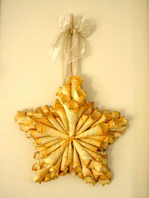 Tree topper idea?Paper Stars, Crafts Ideas, Old Book Pages, Trees Toppers, Christmas Decor, Letters, Paper Crafts, Wreaths, Christmas Stars