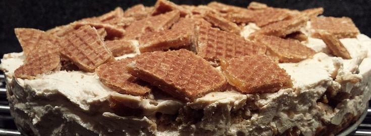 Begin deze maand was ik jarig. En als je jarig bent, maak je taart! Eerder zag je al degezonde bessen-notentaartvoorbij komen. Een wereld van verschil met deze mega heftige stroopwafeltaart. Volgens de bedenkster van het recept zal je tandarts niet blij met je zijn na het eten van deze taart… …