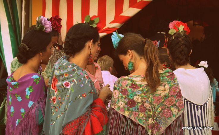 Flamencas a pie del REAL