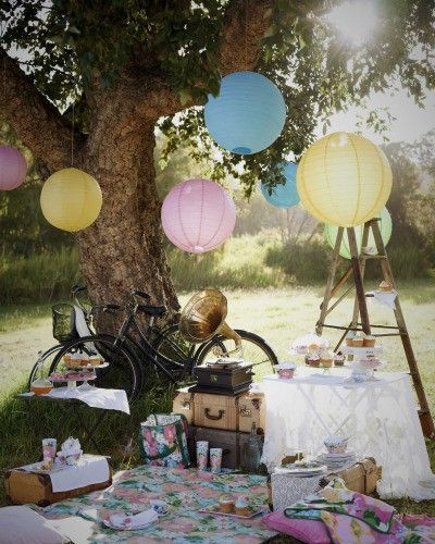 As cheesy as it may be, my ideal date is a picnic on a beautiful day(: