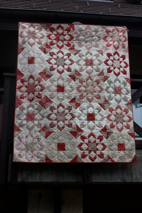 Fireworks pattern (Thimble Blossoms) - red, white and grey look good together. #frenchgeneral