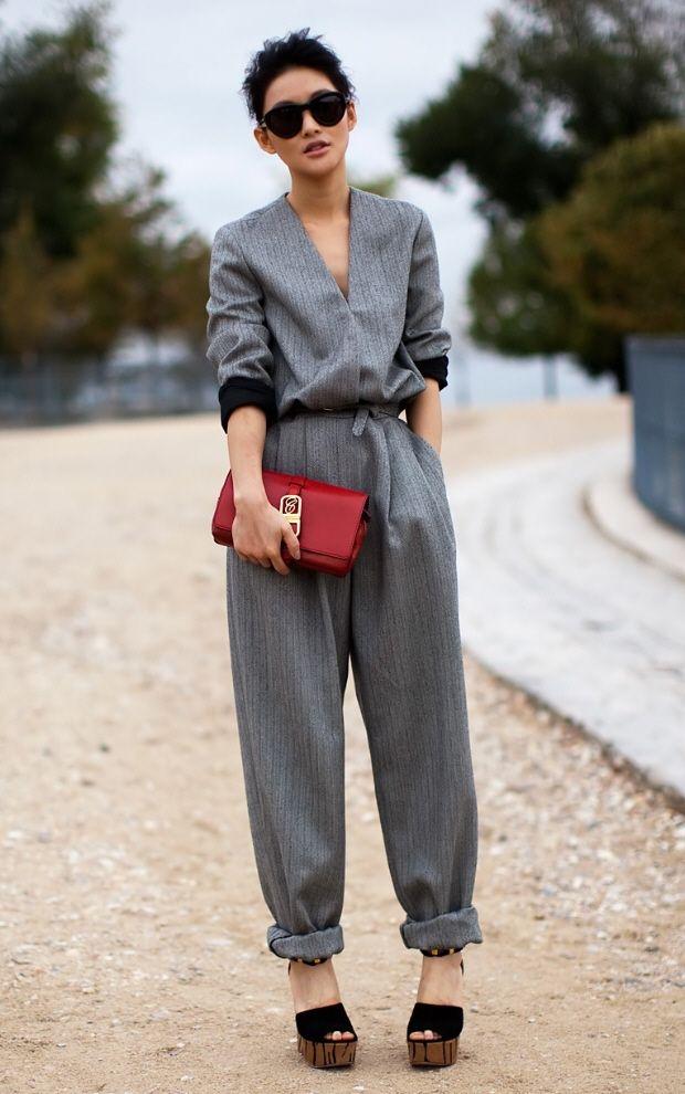 Ideales Outfit zum eleganten Keilabsatz-Schuh: Jumpsuit, kombiniert zu edlen Accessoires.