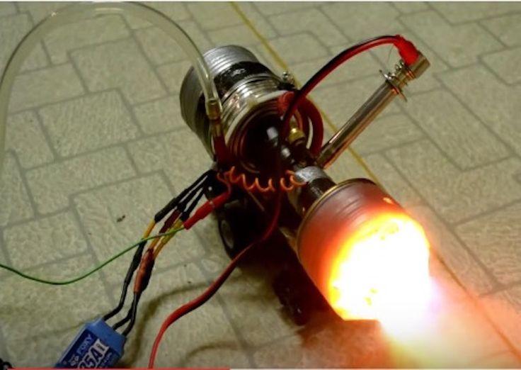 Engineer Builds a Miniature TurboJet Rocket Engine via Int Engineering