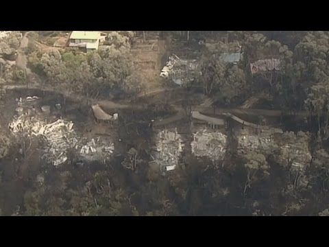 Australia bushfires destroy more than 100 homes - YouTube