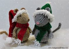 Adorable, just love these tiny crochet hats and scarves! Plus you can check out the pattern for the mice. #Freepattern Christmas Hat and Scarf for Mouse by Sharon Ojala