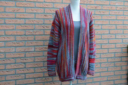 Kijk wat ik gevonden heb op Freubelweb.nl: prachtig vest om te haken naar gratis patroon van Lossen en Vasten http://www.freubelweb.nl/freubel-zelf/zelf-maken-met-haakgaren-vest-2/