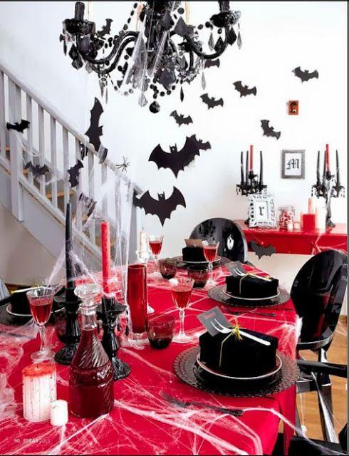 Vampire Bite Night party table idea