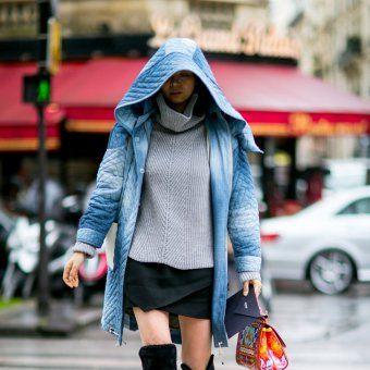 La jupe courte avec des cuissardes