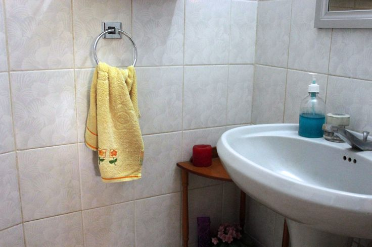 25 Best Ideas About Hanging Bath Towels On Pinterest Bathroom Towel Hooks Towel Racks And