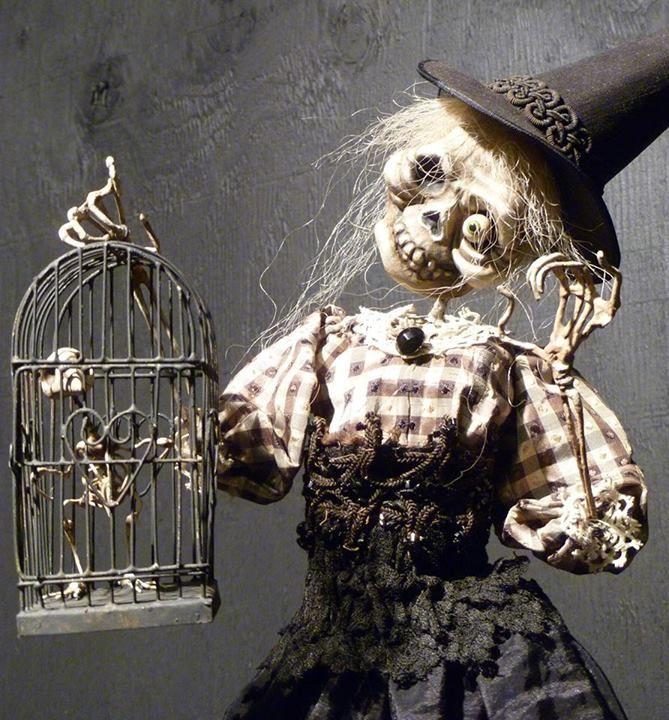 spirit halloween petaluma hours