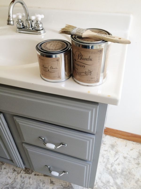 Vanity makeover using Maison Blanche Franciscan Gray Chalk Paint and Maison Blanche Clear Wax ... no prep required!