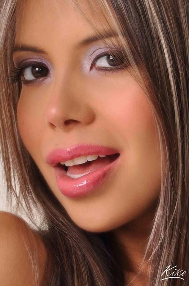 Nena sexy de colombia muestra su blanco cuerpo desnudo - 2 part 4