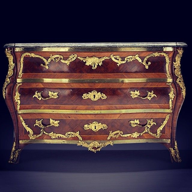 Spotlight on the Turkish rococo chest by Swedish master Christian Linning, provenance: The entailed estate of Biby, lot no. 1094, estimate SEK 150 000-200 000 at the Fine Art & Antiques Sale #christianlinning #fineart #antiques #klassiska #stockholmsauktionsverk #auktion #auction #biby #bibyfideikommiss #stockholm #sweden #antiquechest #rococo #rococochest #worksofart #antiqueworksofart #antiquefurniture