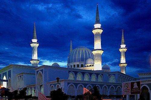 https://flic.kr/p/5eWVNu | Kuantan, Malaysia | Masjid Negeri mosque in Kuantan, along the east coast of peninsular Malaysia.  After sunset.