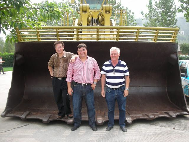 La presa mide 2.309 metros de longitud y 185 de altura e incluye una esclusa capaz de manipular barcos de hasta 3.000 toneladas. copiaron las grandes máquinas norteamericanas y las fabricaron ellos.