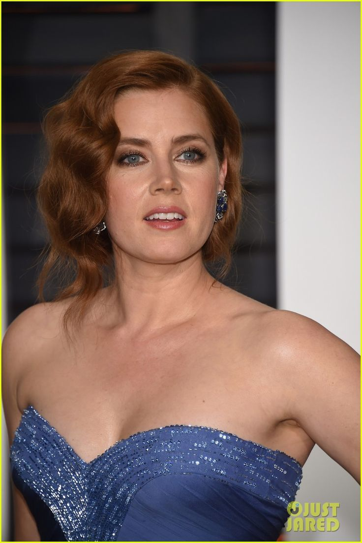 amy adams vanity fair oscar party 2015 04 Amy Adams looks so elegant while posing for photos outside of the 2015 Vanity Fair Oscar Party held during the 2015 Oscars on Sunday night (February 22) in Beverly…