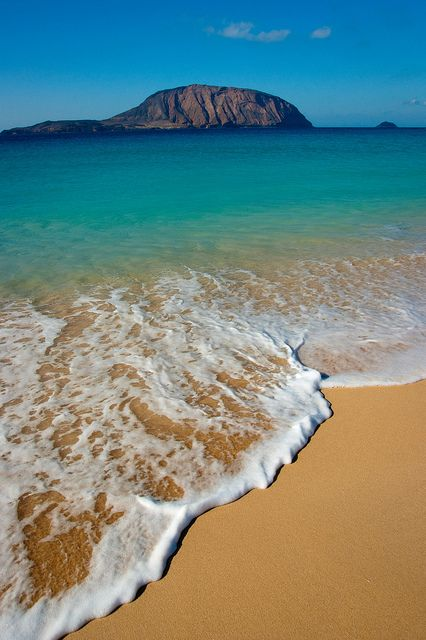 """Does the song of the sea end at the shore, or in the hearts of those who listen? ~Kahlil Gibran ~ / Beach at La Graciosa, Canary Islands by Andreas Weibel: Beaches Sea, Canary Islands Beaches, Beaches Canaria, Lagraciosa, Beautiful Sands, Canaria Islands, Canary Islands Spain, The Beaches, Beaches Pictures"