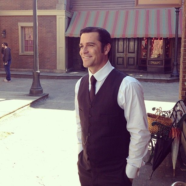 Big smiles in the backlot because S7 is right around the corner! #murdochmysteries