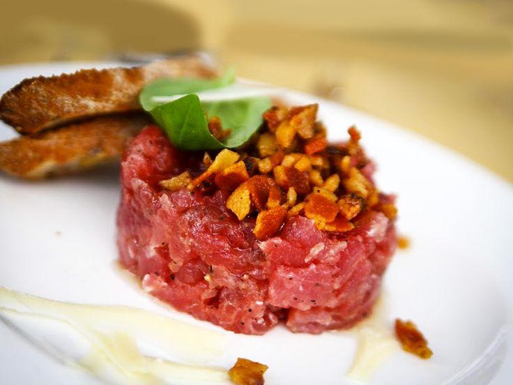 Tartare di #tonno rosso con #guanciale di maiale croccante