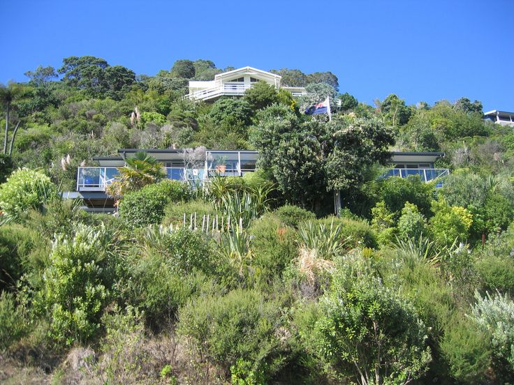 Tairua Beach House set to focus the magnificent expanse of the Pacific Ocean along the entire 20 m length of the House, all Rooms facing the Ocean, Oceana Heights,