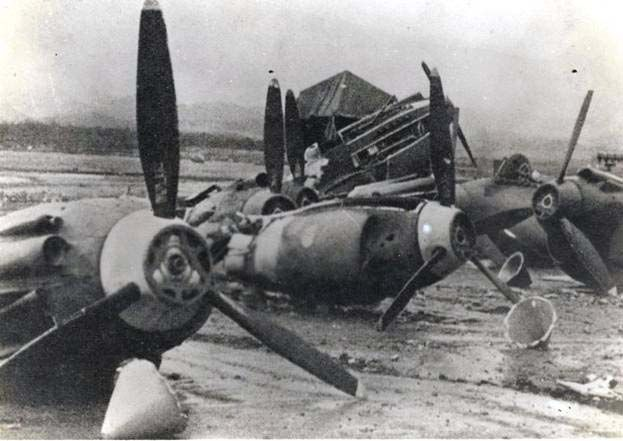 Attack On Pearl Harbor Pics | Aircraft that were on land, 188 were completely destroyed and 159 seriously damaged.