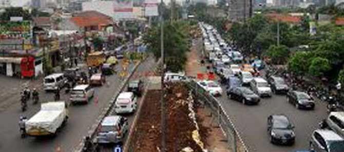 JAKARTA, (tubasmedia.com) – Perwajahan kawasan Blok M, Jakarta Selatan, bakal berubah menyusul dimulainya pembangunan konstruksi layang skala besar proyek transportasi massal cepat (MRT). Dampaknya, kemacetan lalu lintas pasti akan mendera kawasan tersebut saat konstruksi berlangsung.